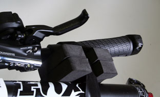 Picture 8: Attach the handlebar to the fork