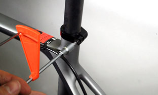 Picture 8: Open the seat clamp