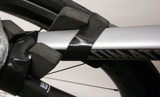 Picture 17: Attach the front wheel to the top tube
