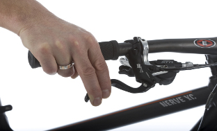 Picture 6: The brake levers should only be pulled with two fingers