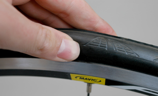 Picture 1: Move the tyre until the rim line sits exactly parallel to the rim around the entire circumference
