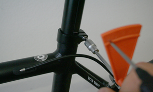 Picture 8: Tighten the seat post clamp